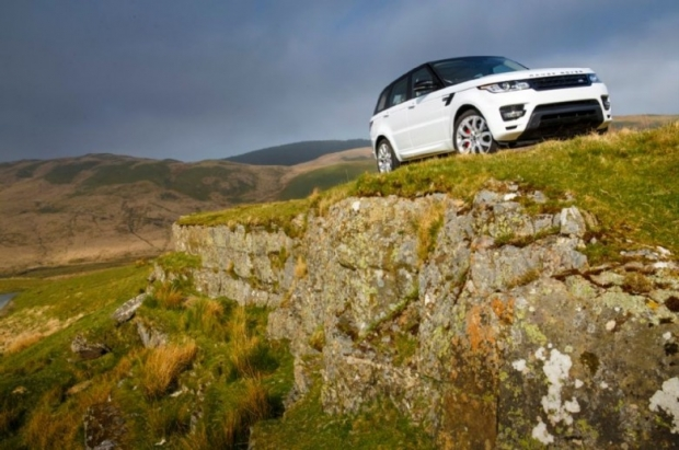 2014-Range-Rover-Sport-front-three-quarter