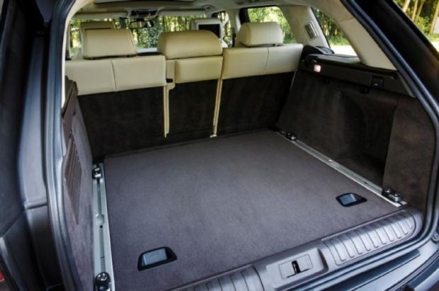 2014-Range-Rover-Sport-rear-cabin