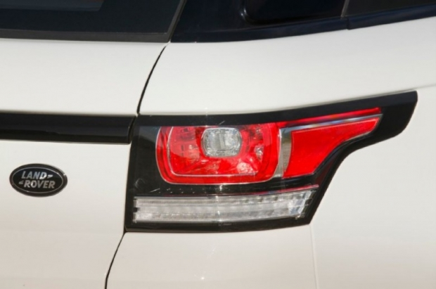 2014-Range-Rover-Sport-taillight