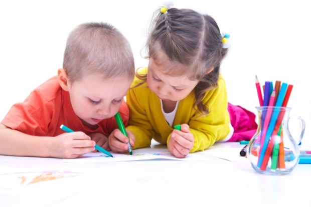 children drawing in pictures
