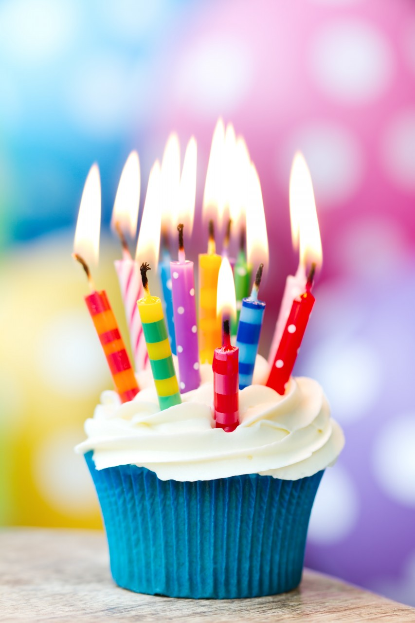 Happy birthday cupcakes with candles 4 - Vampire, wish u a many many happy returns of the day :x