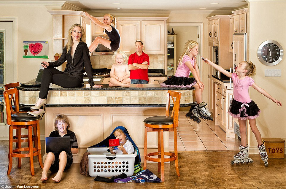 Hilarious Family Photographs by Justin Van Leeuwen 11 Hilarious Family Photographs by Justin Van Leeuwen