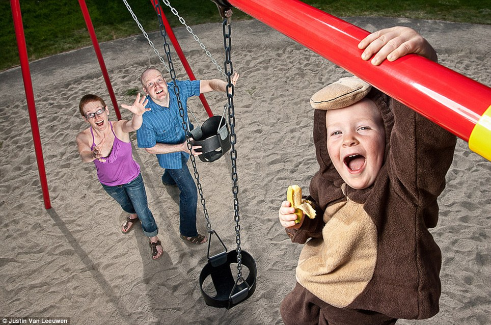 Hilarious Family Photographs by Justin Van Leeuwen 12 Hilarious Family Photographs by Justin Van Leeuwen