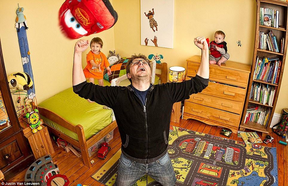 Hilarious Family Photographs by Justin Van Leeuwen 13 Hilarious Family Photographs by Justin Van Leeuwen