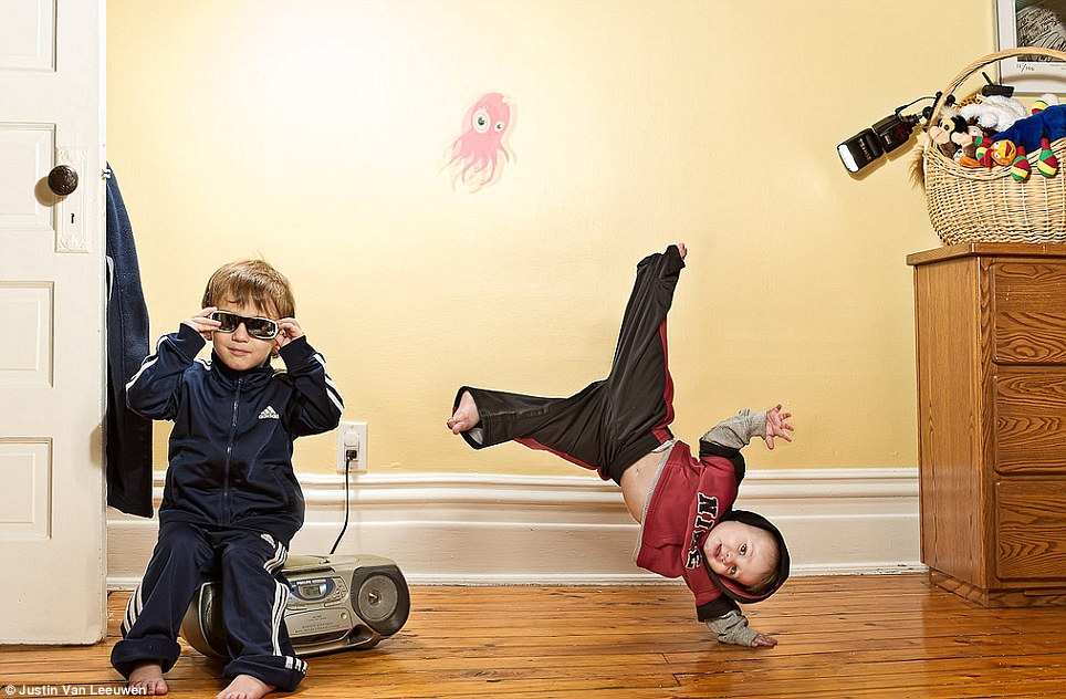 Hilarious Family Photographs by Justin Van Leeuwen 3 Hilarious Family Photographs by Justin Van Leeuwen