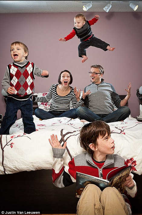 Hilarious Family Photographs by Justin Van Leeuwen 4 Hilarious Family Photographs by Justin Van Leeuwen