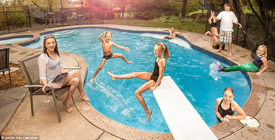 Hilarious Family Photographs by Justin Van Leeuwen 8 Hilarious Family Photographs by Justin Van Leeuwen