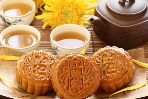 Moon Cake with Tea