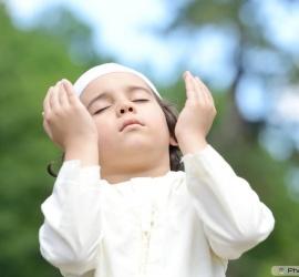 Muslim Boy Pray to Allah