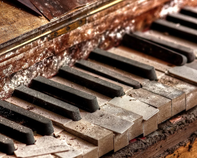 Pianos in Pictures