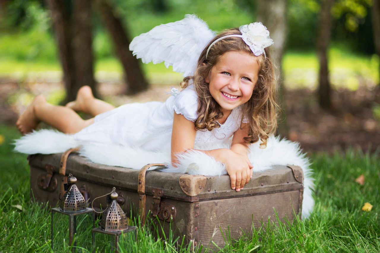 small cute angel resting on the suitcase - Pics Of Small Children